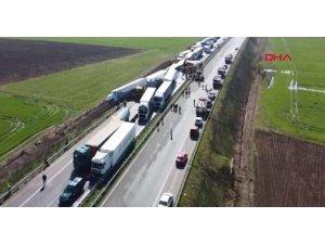 Kapıkule yolunda korkunç kaza 2 kişi hayatını kaybetti...