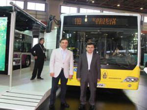 İETT Genel Müdürü Hayri Baraçlı, Busworld Fuarı'nda stantları gezdi
