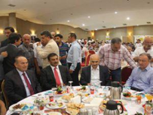İstanbul Taksiciler Esnaf Odasının Düzenlediği İftar Yemeğine, Kadir Topbaş'ta katıldı.