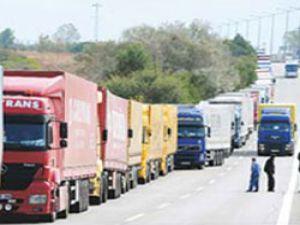 Kar yağışı, Romanya ve Bulgaristan'a ulaşımı durdurdu