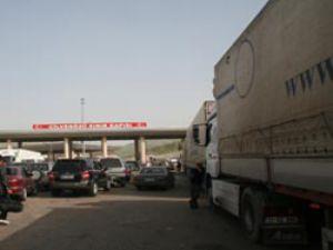 Suriye Sınırında TIR Kuyruğu 16 km.'ye ulaştı