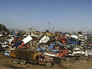 Hurda araçların çevreye verdiği zarar fotoğraflarla dile getirildi