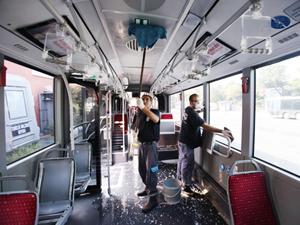 Her gün temizlenen İETT otobüsleri özel ilaçlarla dezenfekte ediliyor