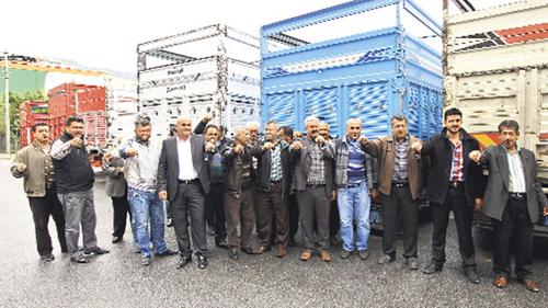 Antalya'lı Kamyon Şoförleri kontak kapattı