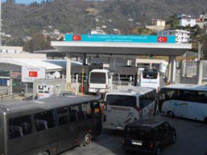 Sarp sınır kapısında otobüsçülerden eylem