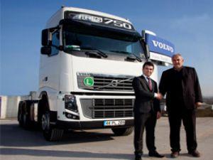 Volvo'dan Deveci Uluslararası Ağır Nakliyat'a teslimat