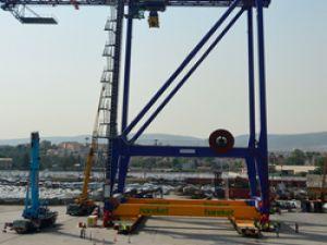 Hareket 75 m. yüksekliğe ve 1.256 ton ağırlığa sahip olan liman vinçlerini taşıdı