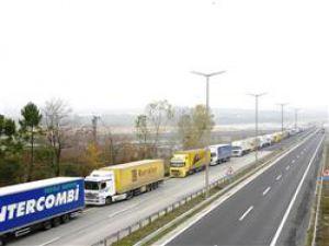 Hurdacılar Eylemde Türk TIR şoförleri sınırda mahsur kaldı