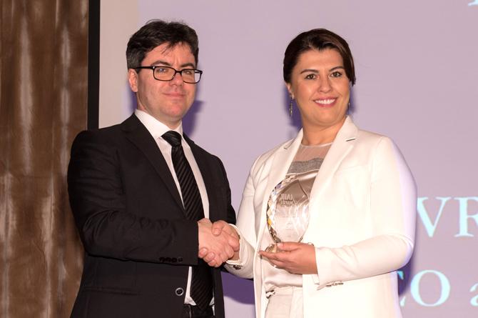 "Aras Kargo CEO'su Evrim Aras'a ""IAIR Woman of the Year"" ödülü"