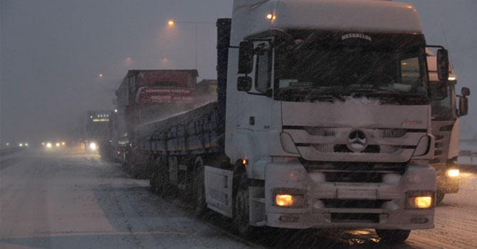 Bolu'da Yağan Kar Beraberinde Trafik Kazaları Getirdi