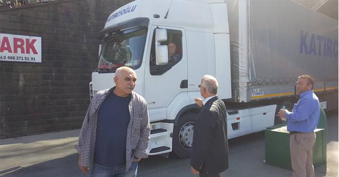 Nakliyeciler Sarp Sınır Kapısını Kapattı
