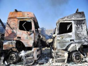 Suriye Bab El Hawa Gümrük kapısında TIR'lar alev alev yanıyor