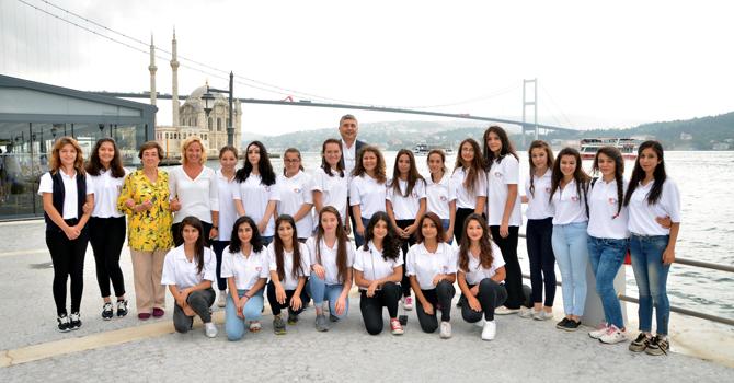 Yıldız Kızlar İstanbul'da...