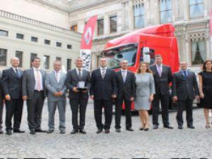 Renault Trucks Türkiye'den Mars Lojistik'e dev teslimat