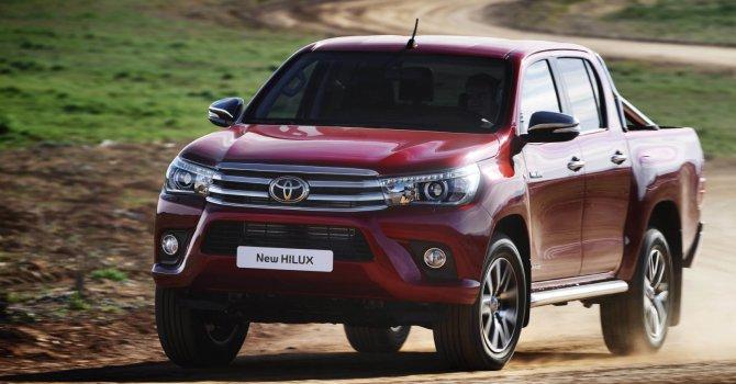 Toyota Hilux  2017'de açık ara lider