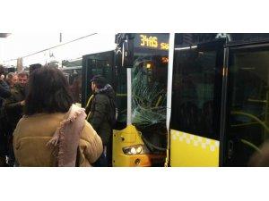 Son dakika... Fikirtepe'de iki metrobüs birbirine girdi