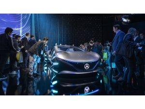 Mercedes ilginç otomobilini sahneye çıkardı!