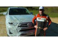 Fernando Alonso Toyota Hilux'un direksiyonuna geçti