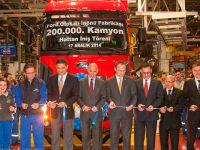 Ford 200 bininci kamyonu hattan indirdi
