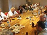 Servisçiler, sözleşmeye uymayan okuldan şikayetçi oldu