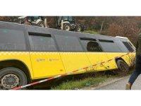 İETT Otobüsü yan yattı! 1'i ağır 12 kişi yaralı