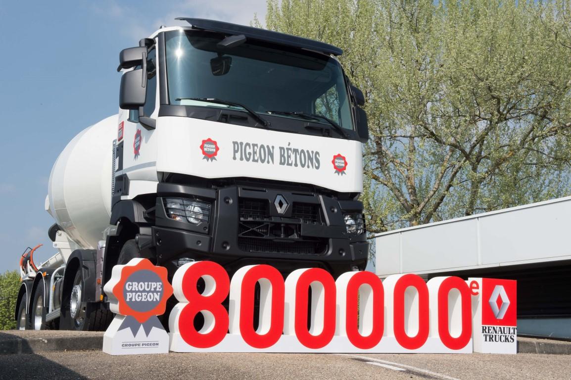 1494833946_renault_trucks_800.000_teslimat_gorsel_1-(medium).jpg