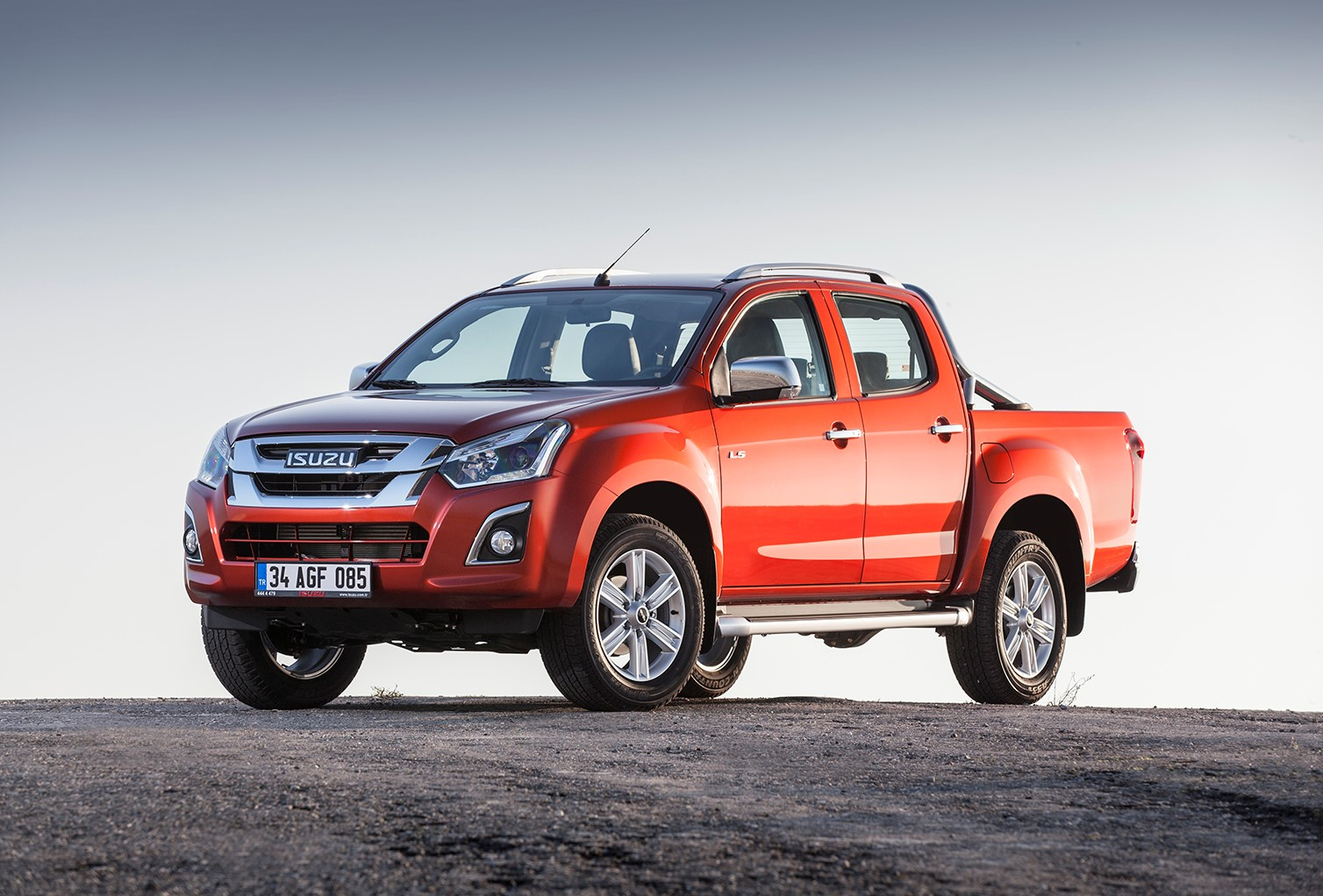 1513930486_yeni_isuzu_d_max_v_cross_3-(large).jpg
