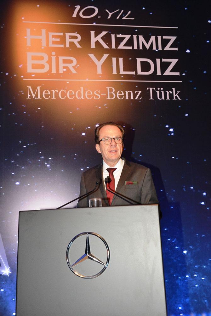 17.11.2014_-her-kizimiz-bir-yildiz_-10.-yil-daveti_mercedes-benz-turk-direktorler-kurulu-baskani_rainer-genes.jpg