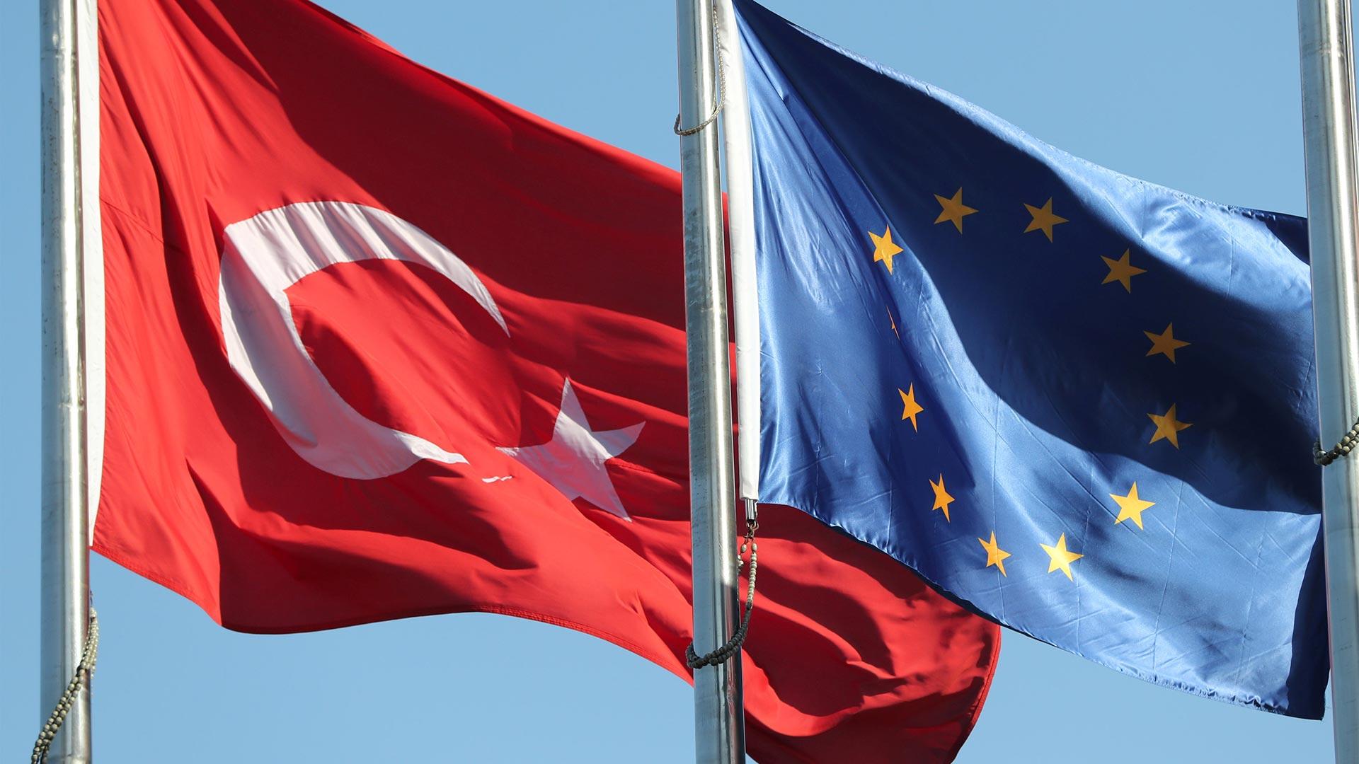 ab-turkiye-bayrak.jpg