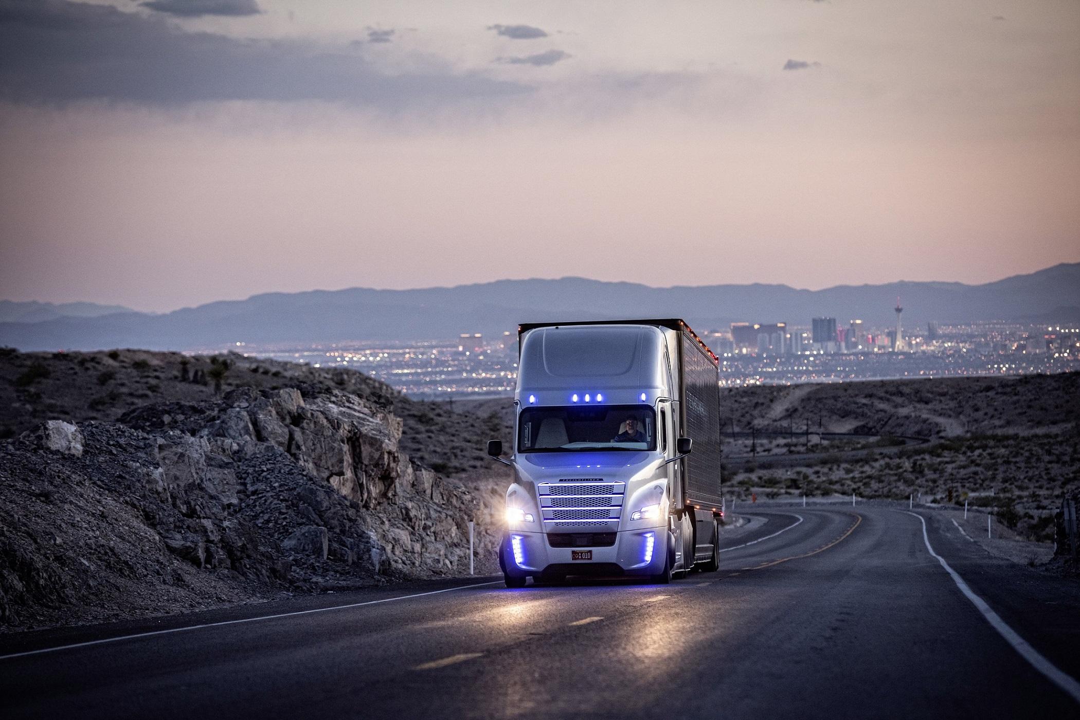 daimler-kamyon-grubu,-ileri-otonom-suruse-500-milyon-avroluk-yatirim-ile-liderlik-ediyor-(2).jpg