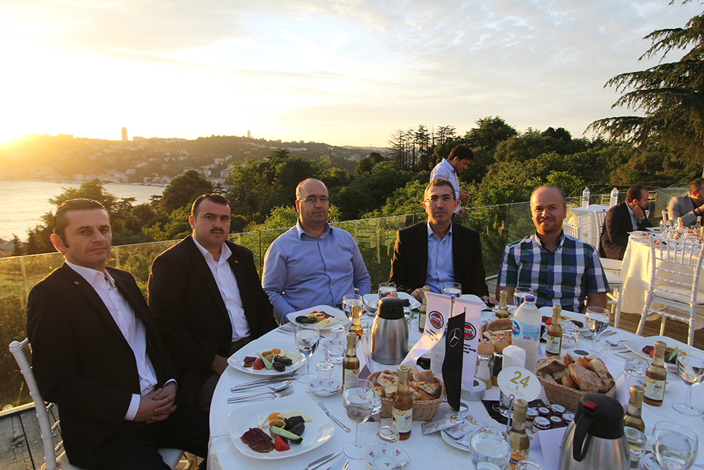 istanbul-serviscileri-iftar-yemegi.jpg