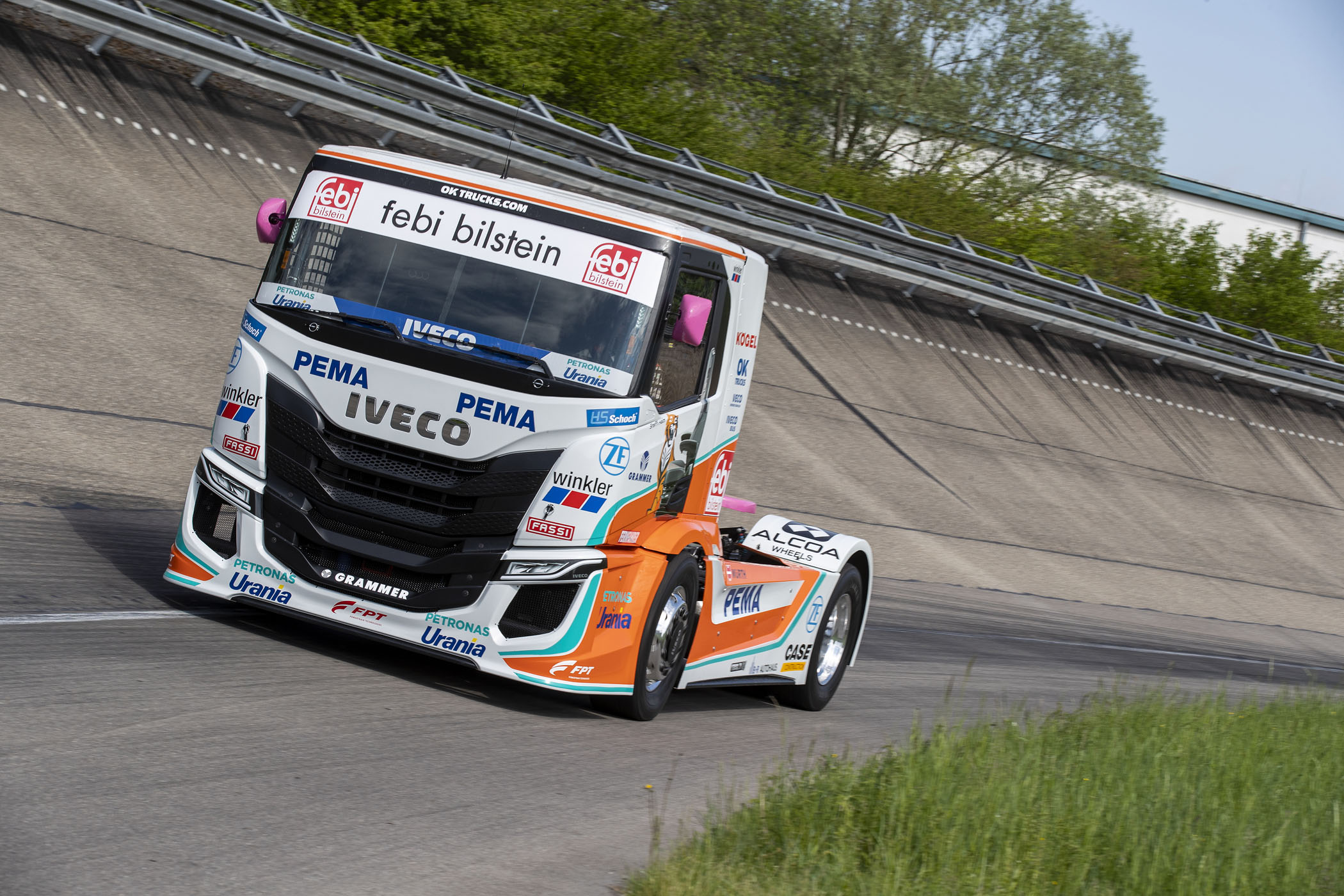 iveco-s-way-r-racing-trucks.jpg