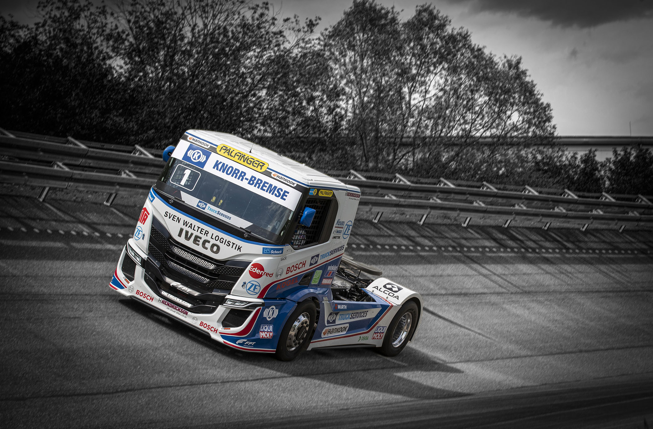 iveco-s-way-r-racing-trucks2.jpg