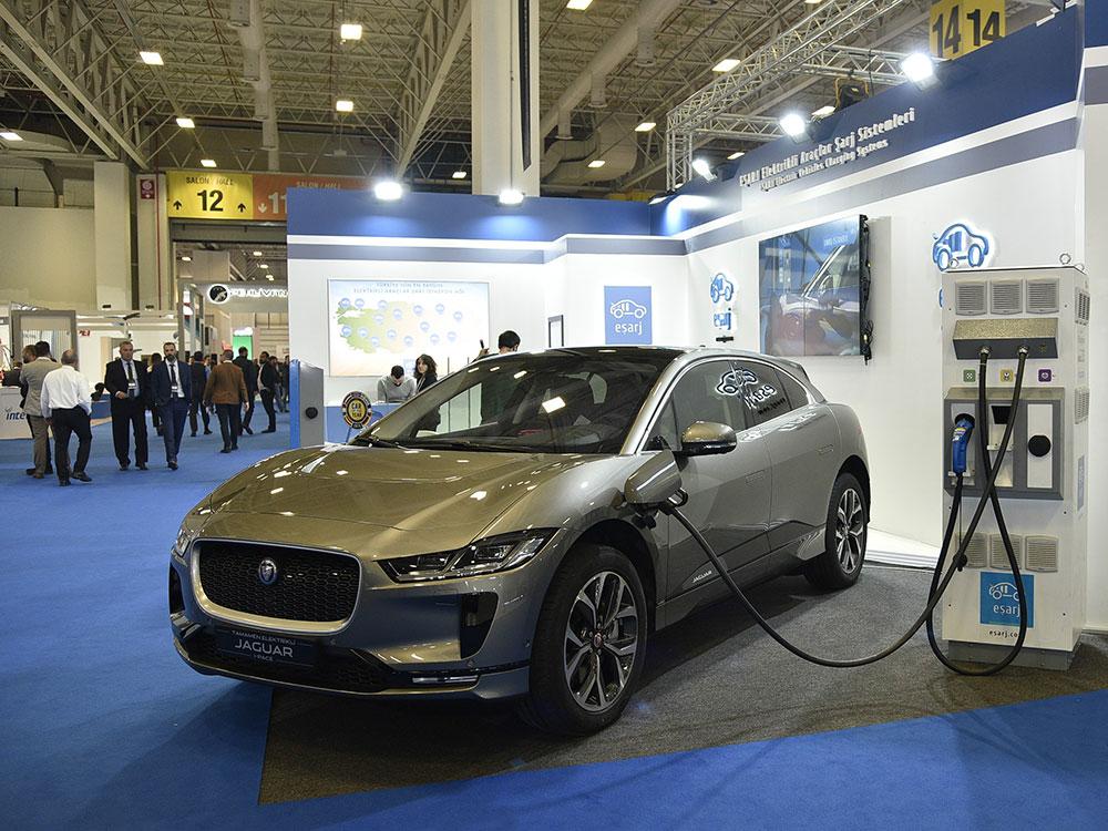jaguar-i-pace-petroleum.jpg