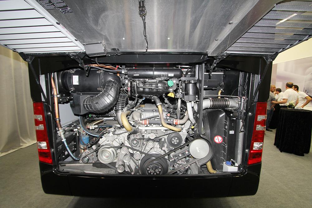 mercede-benz-travego-motor.jpg