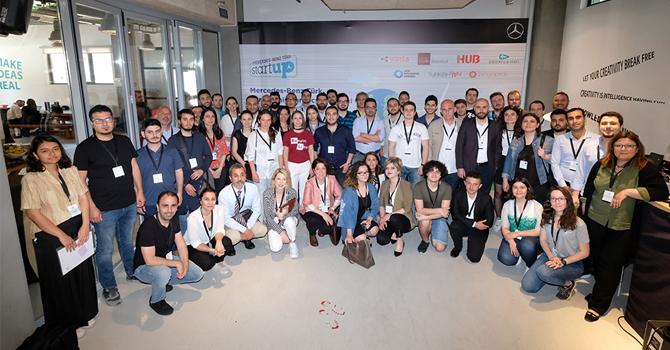 mercedes-benz-startup-001.jpg