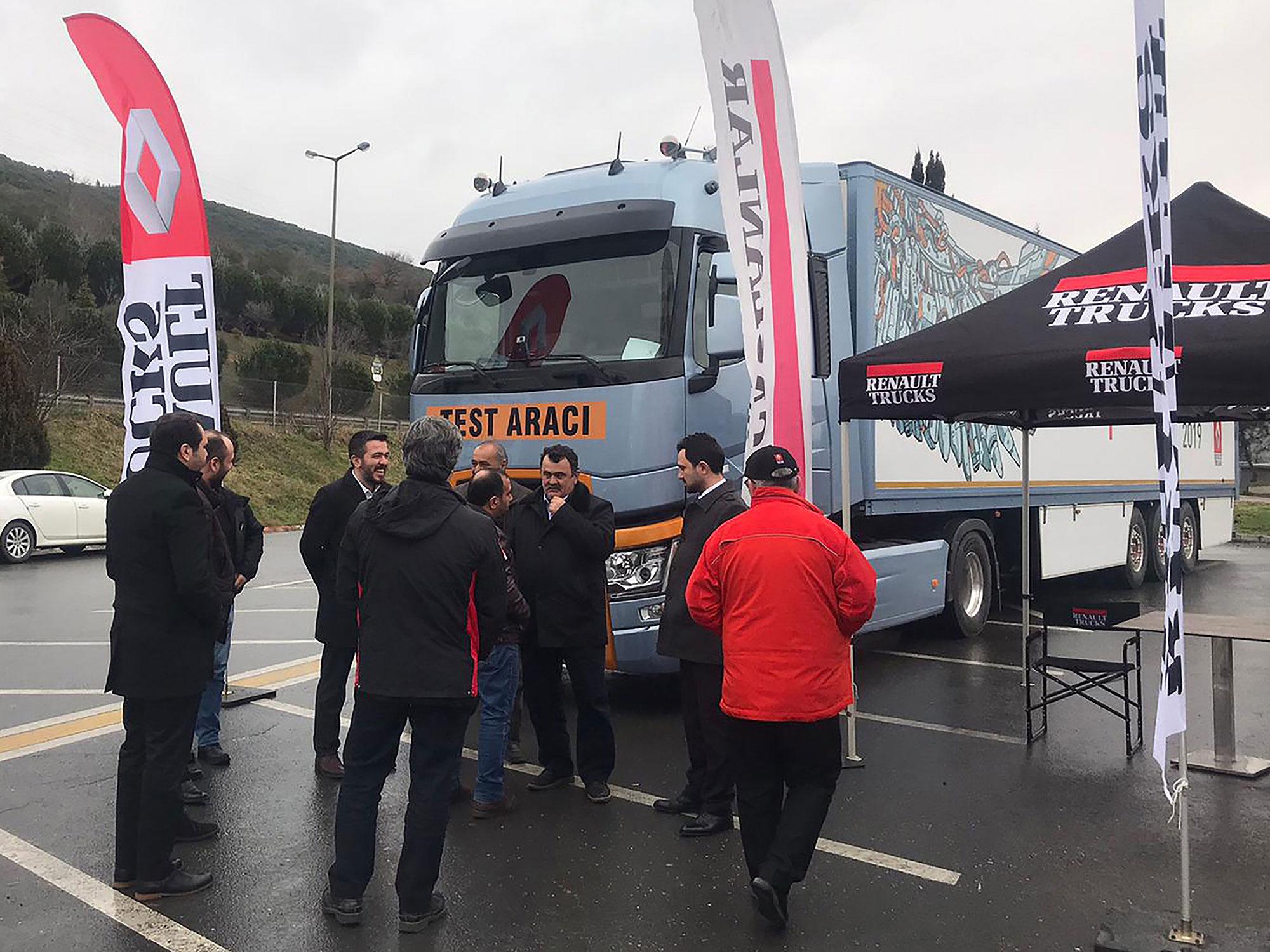 renault-trucks_road-show_-001.jpg