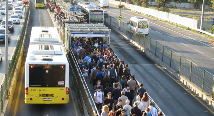 topliu-tasima-metrobus-istanbul.jpg