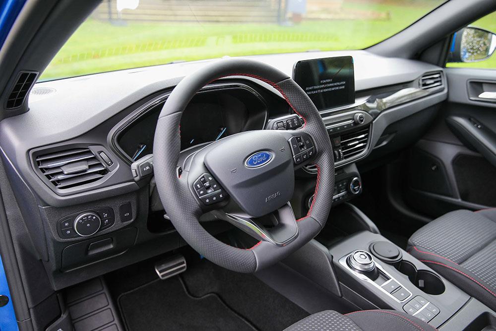 yeni-ford-focus-kokpit.jpg